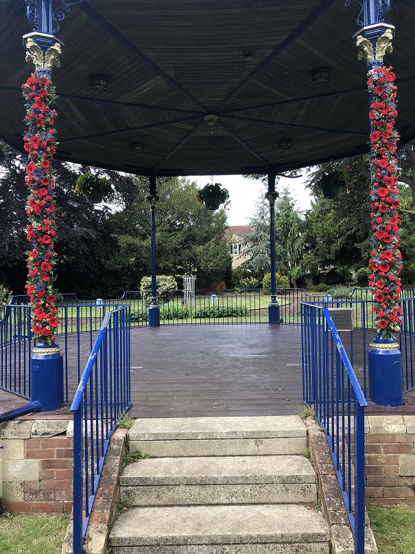 Freedom of Entry 2019 bandstand flowers close up