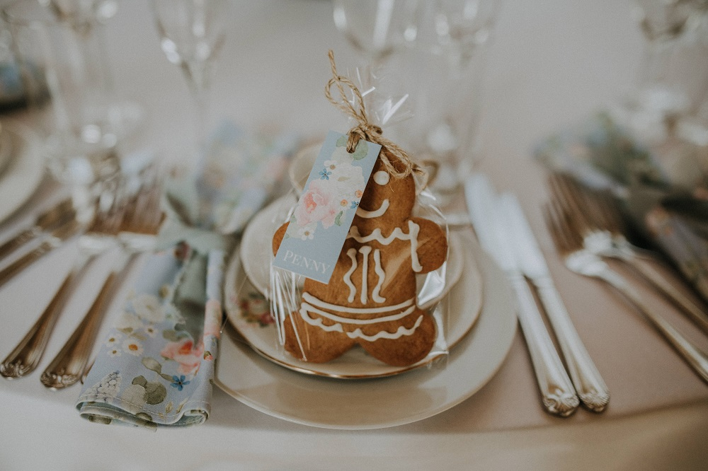 Gingerbread wedding favours.